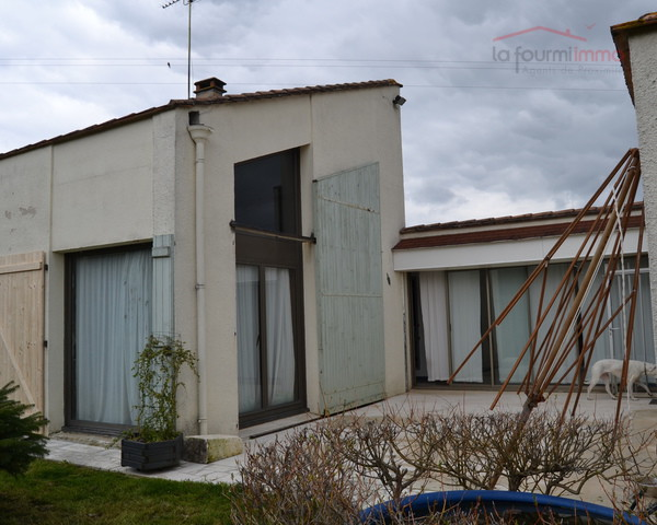 Maison d 39 architecte pour jeune couple la fourmi immo for Architecte la maison france 5