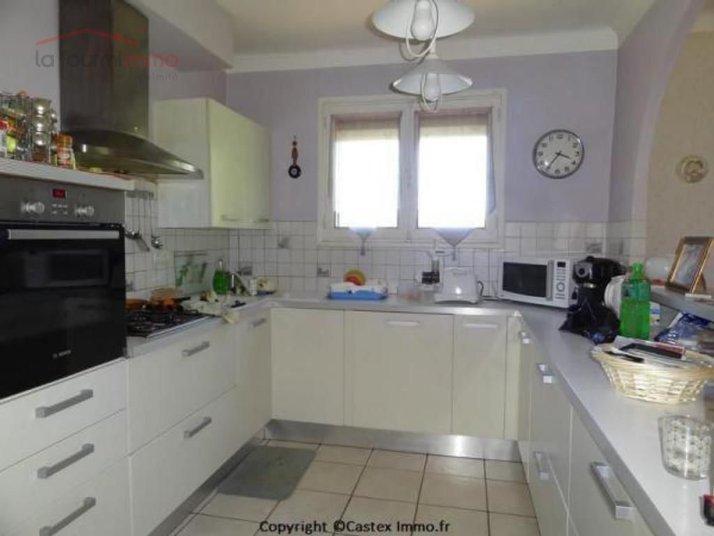 belle maison sur un magnifique parc - Kitchen with view on the beautiful parc