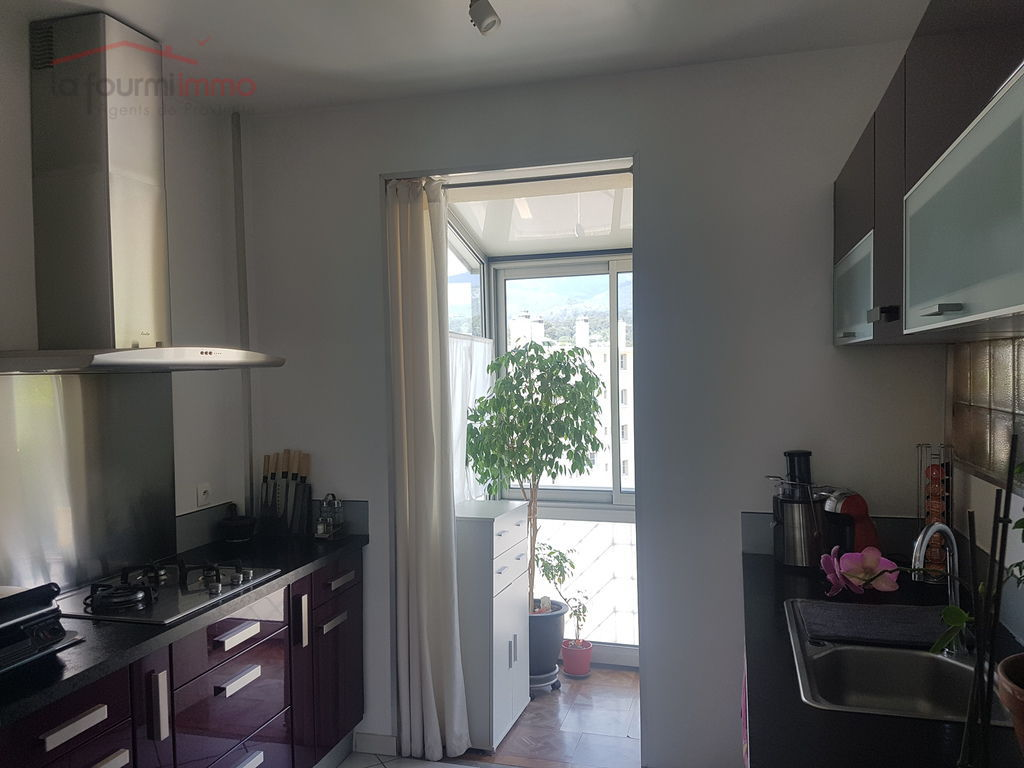 Appartement traversant 2 Ch - Toulon Les Routes - Cuisine amenagee